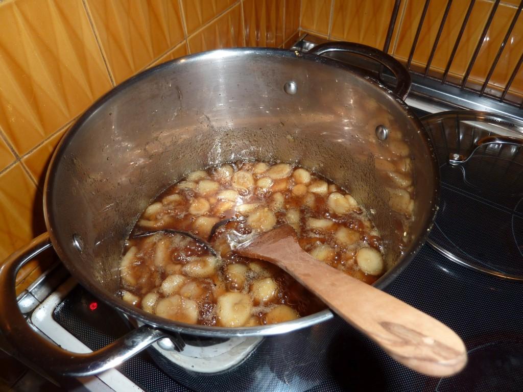Cuisson des topinambours avec gingembre, sucre, vanille, zestes et jus de citron