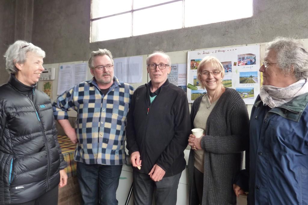 De gauche à droite Michèle, présidente de l'AMAP Jean-Louis Cochard, adjoint bâtiments à Reignier Jean-François Ciclet, maire de Reignier-Esery Frieda, notre productrice Laurence, secrétaire de l'AMAP