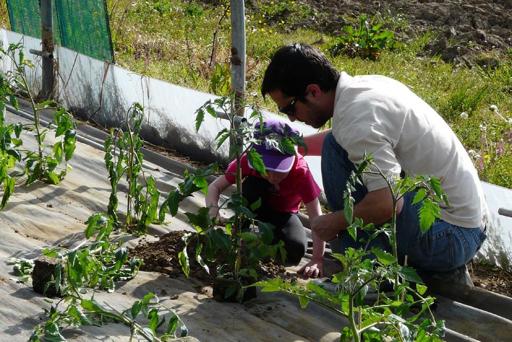 Chiara aide son papa ;-)