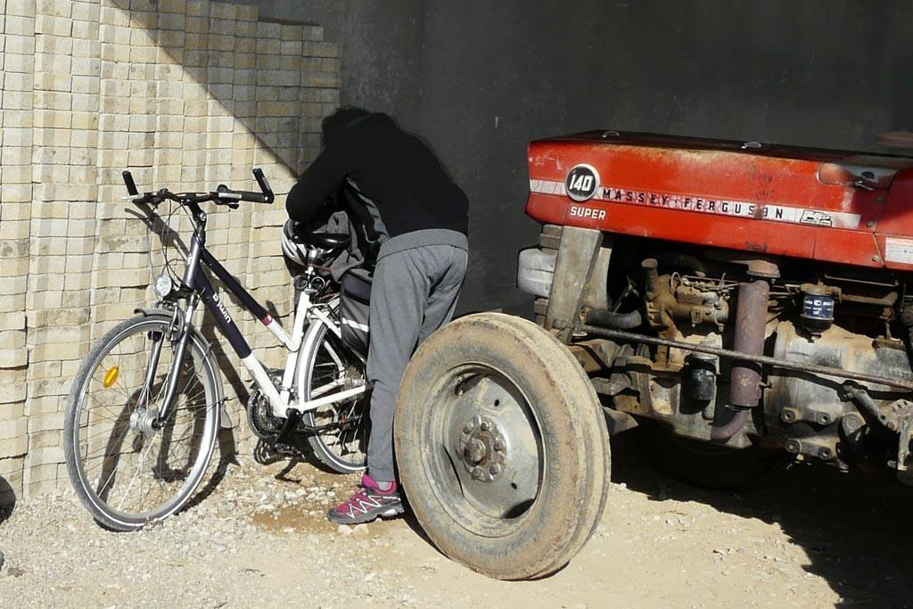 Raymonde venue de Bonneville en vélo